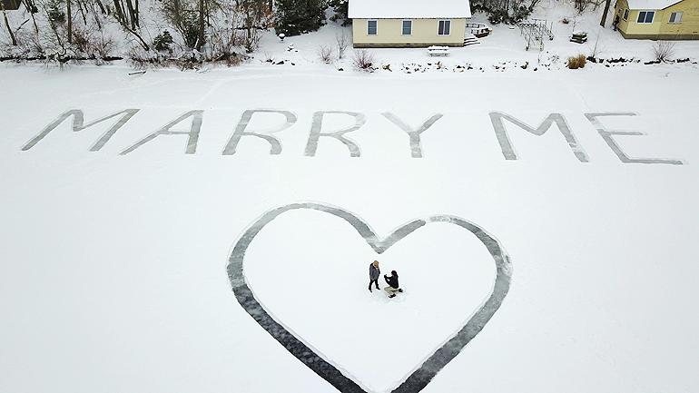 winter marriage proposal idea