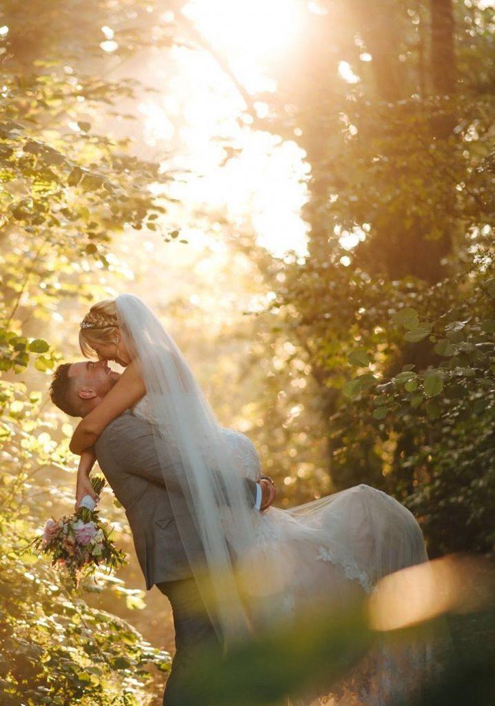 wedding photographer in process